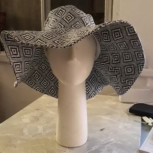 Accessories - Woven Navy & White Hat